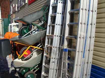 Лестницы трехсекционные ELKOP, стремянки алюминиевые и оцинкованные, тачки